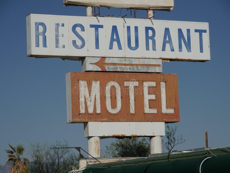 餐馆和汽车旅馆路标 库存图片
