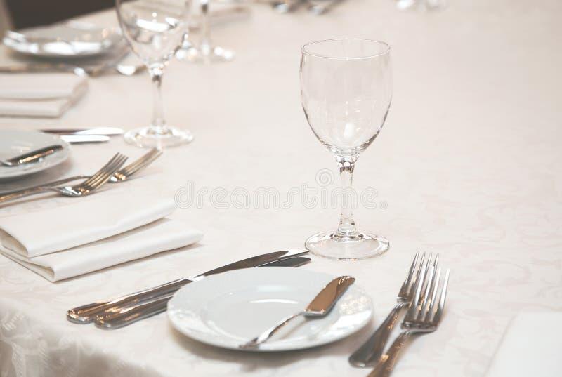 餐馆服务的表 免版税图库摄影