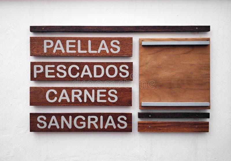 餐馆菜单用在白色墙壁上的西班牙语 库存图片