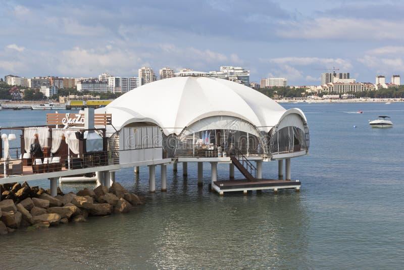餐馆Gelendzhik海湾的海区域,克拉斯诺达尔地区,俄罗斯 免版税图库摄影