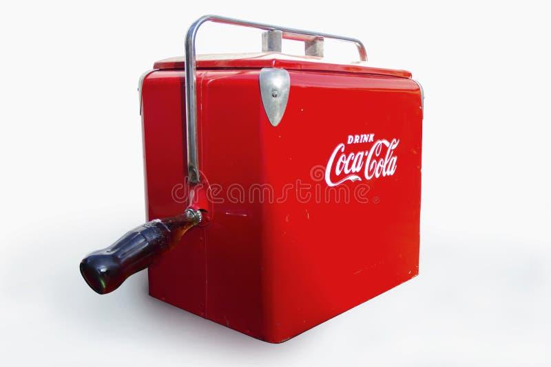 渴饮料可口可乐致冷机箱子(葡萄酒焦炭) 库存图片