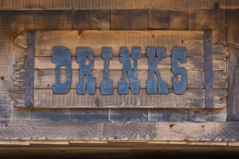 饮料权威,在木板条的文本标志 库存照片