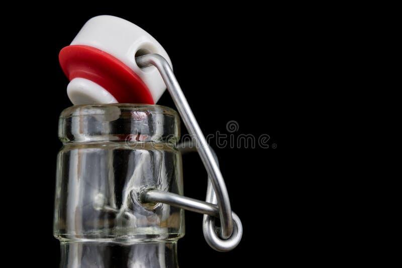 饮料瓶的普遍关闭 不漏气的盖帽闭合值的tra 图库摄影