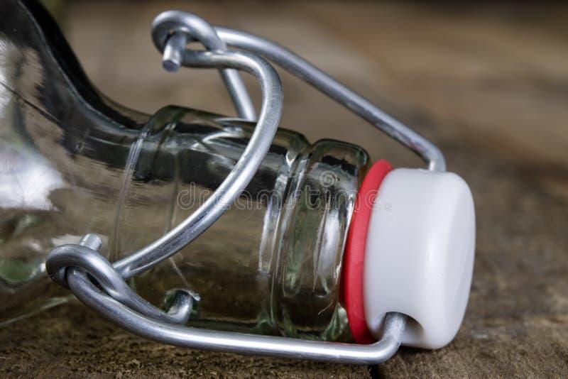 饮料瓶的普遍关闭 不漏气的盖帽闭合值的tra 免版税库存图片