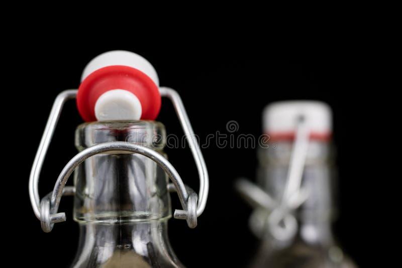 饮料瓶的普遍关闭 不漏气的盖帽闭合值的tra 免版税图库摄影
