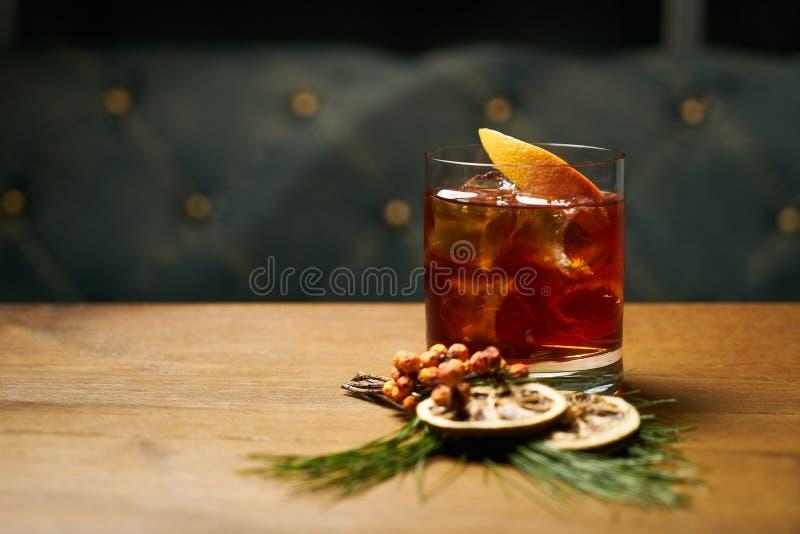 饮料鸡尾酒用科涅克白兰地或威士忌酒可乐 免版税库存图片