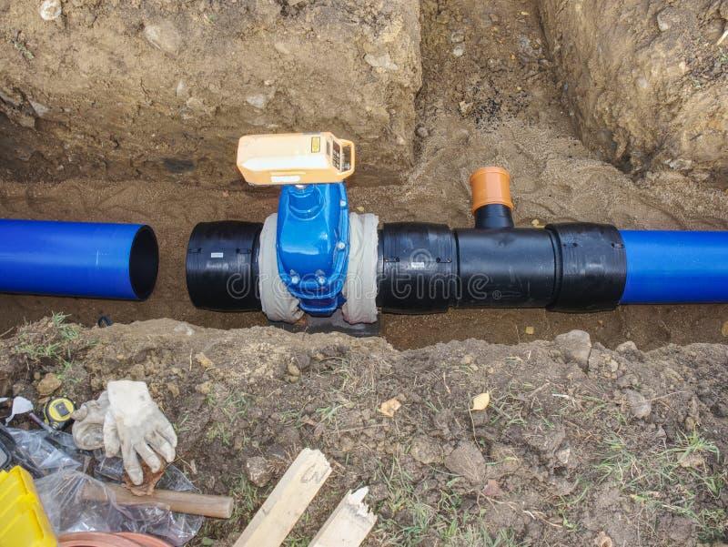 饮用水钢管道的替换 免版税库存照片