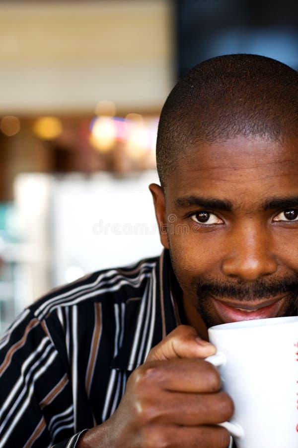 饮用的人茶 免版税库存图片