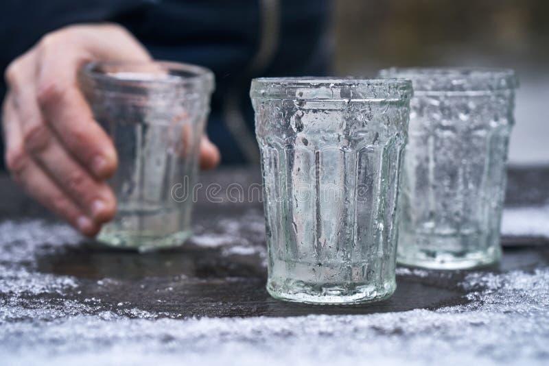 饮用的伏特加酒户外 库存照片