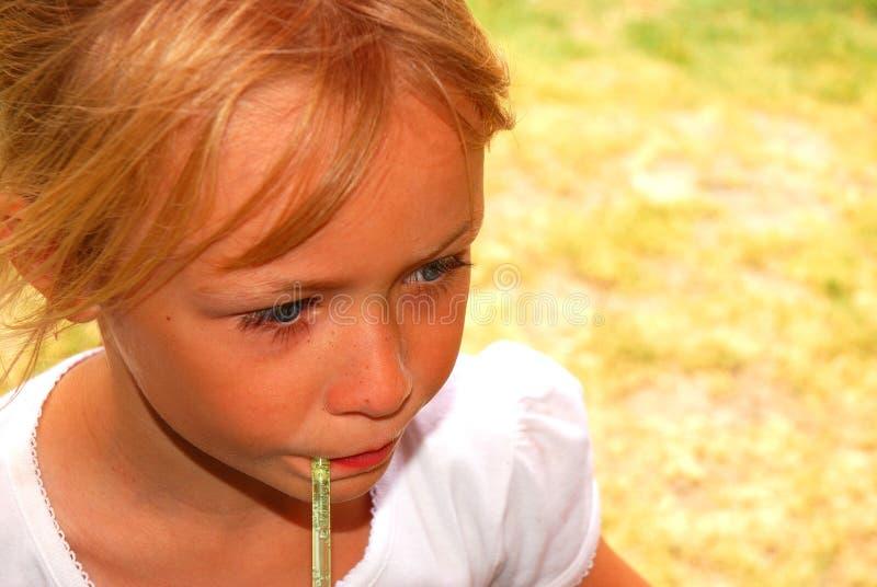 饮用的女孩 免版税库存图片