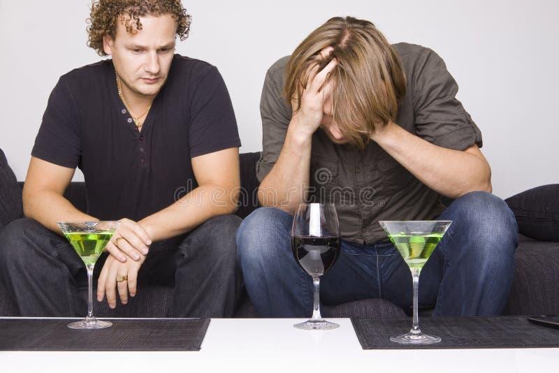 饮用的朋友在家二 免版税库存照片