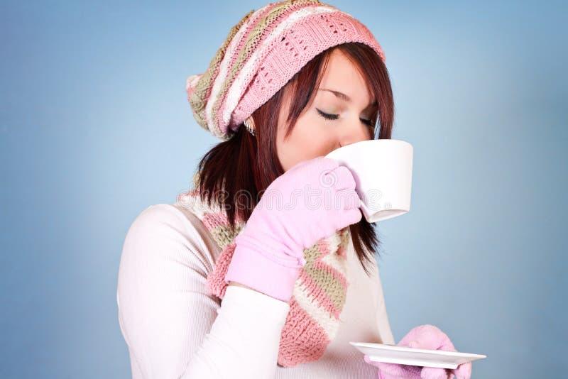 饮用的茶妇女年轻人 图库摄影