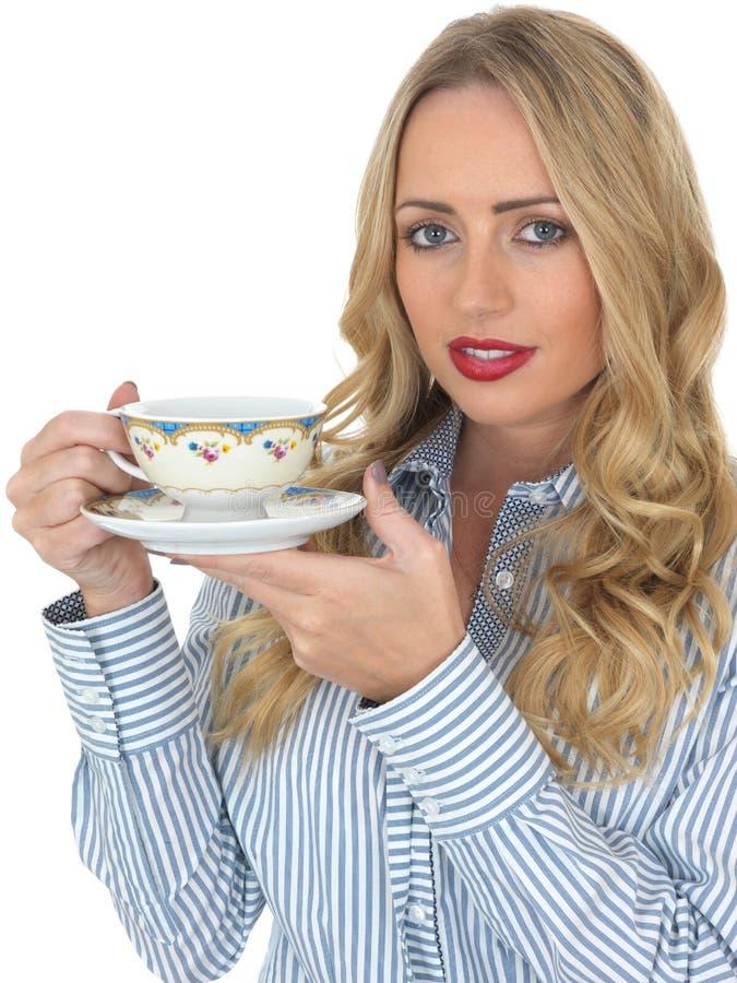 饮用的茶妇女年轻人 库存照片