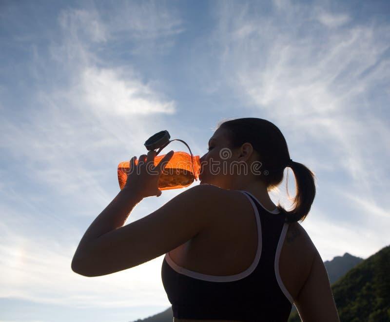 饮用的赛跑者水 库存图片