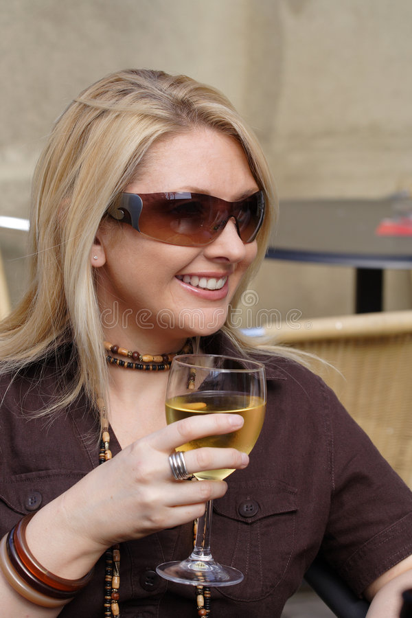 饮用的酒 免版税库存照片