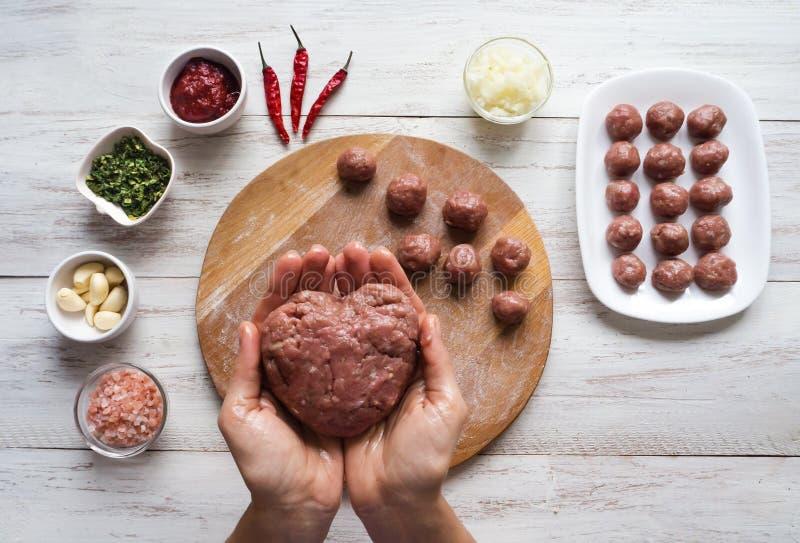 饮食剁碎土耳其以心脏的形式 免版税库存图片