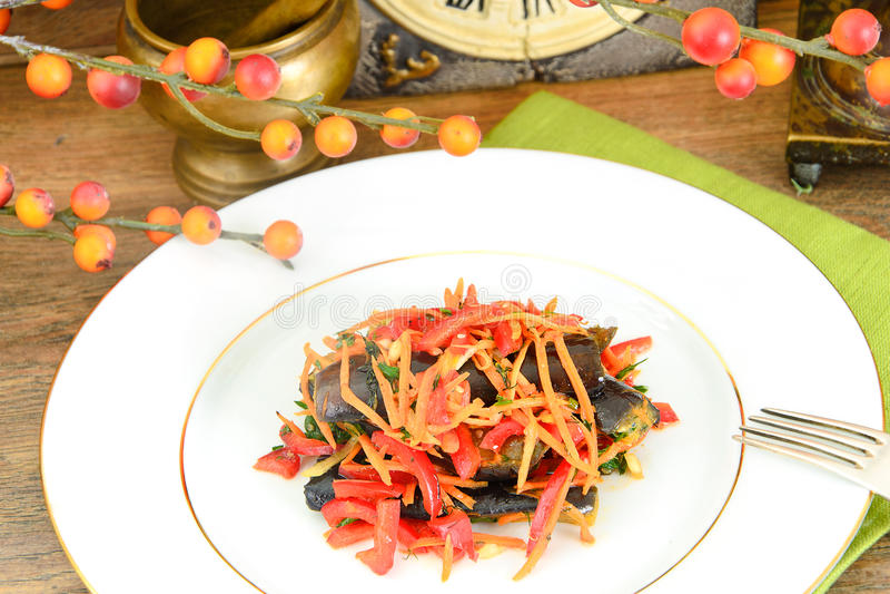 Download 饮食和健康食物:沙拉用茄子 库存照片. 图片 包括有 特写镜头, 健身, 颜色, 牌照, 美食, 果子, 快乐 - 62530700