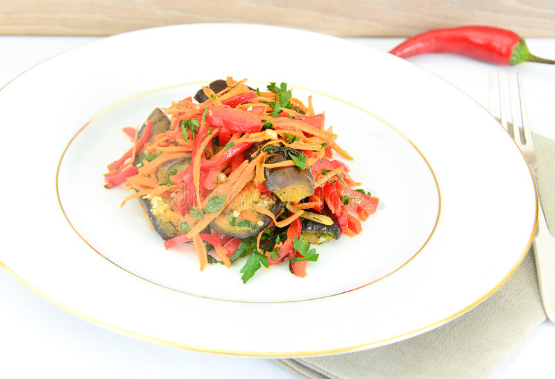 Download 饮食和健康食物:沙拉用茄子 库存图片. 图片 包括有 午餐, 制动手, 文化, 快乐, 生活方式, 想法 - 62530745
