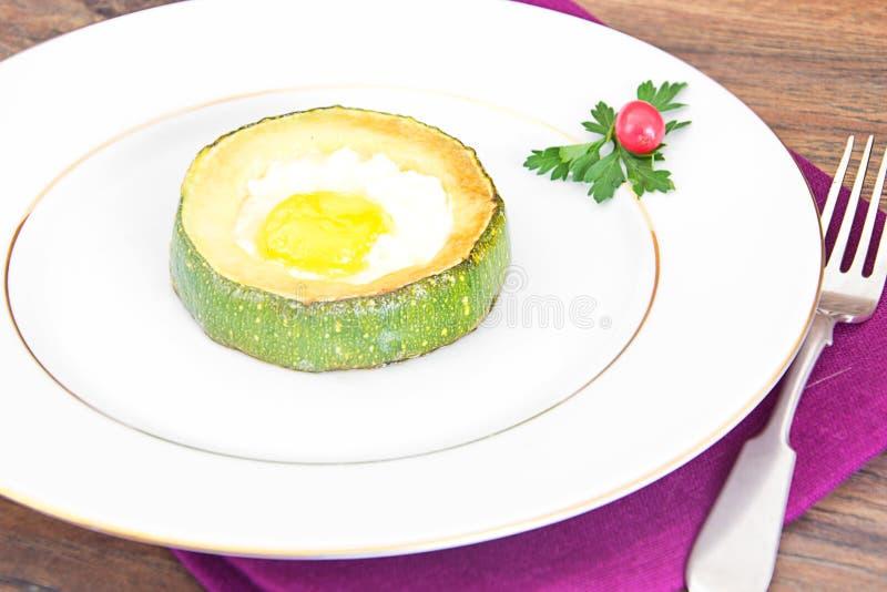 Download 饮食早餐:炒蛋用夏南瓜 库存图片. 图片 包括有 投反对票, 自创, 油煎, 面团, 鸡蛋, 绿色, 背包徒步旅行者 - 62530593