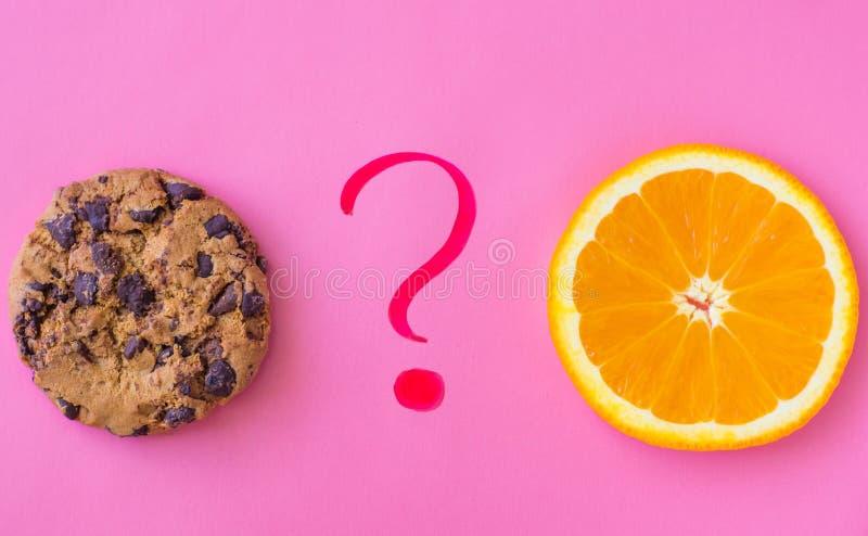 饮食食物选择、健康饮食或者垃圾食品 免版税图库摄影