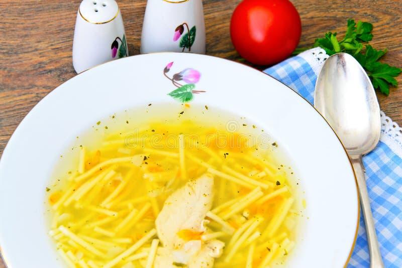 Download 饮食鸡汤汤用荷兰芹 库存图片. 图片 包括有 食物, 意大利面食, 生气勃勃, 摄影, altai, 烹调 - 62529323