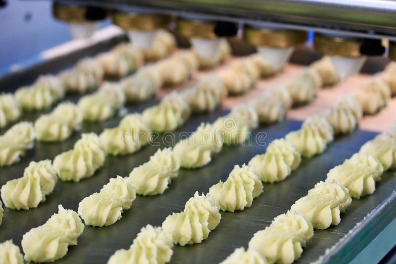 饼干曲奇饼生产过程 免版税库存图片