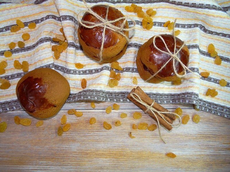 饼干用桂香和葡萄干 免版税库存图片