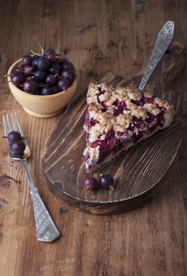饼用在一把匙子的鹅莓饼的 库存图片