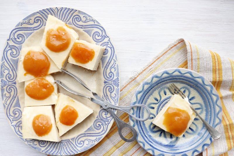 饼用酸奶干酪和杏子 免版税库存照片