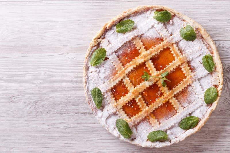 馅饼有杏子果酱水平的视图从上面 库存照片