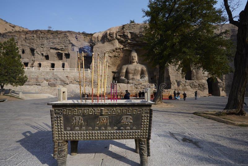 香和雕象在云冈洞 库存照片