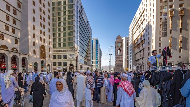 香客人群在Al哈莱姆清真寺 免版税库存图片