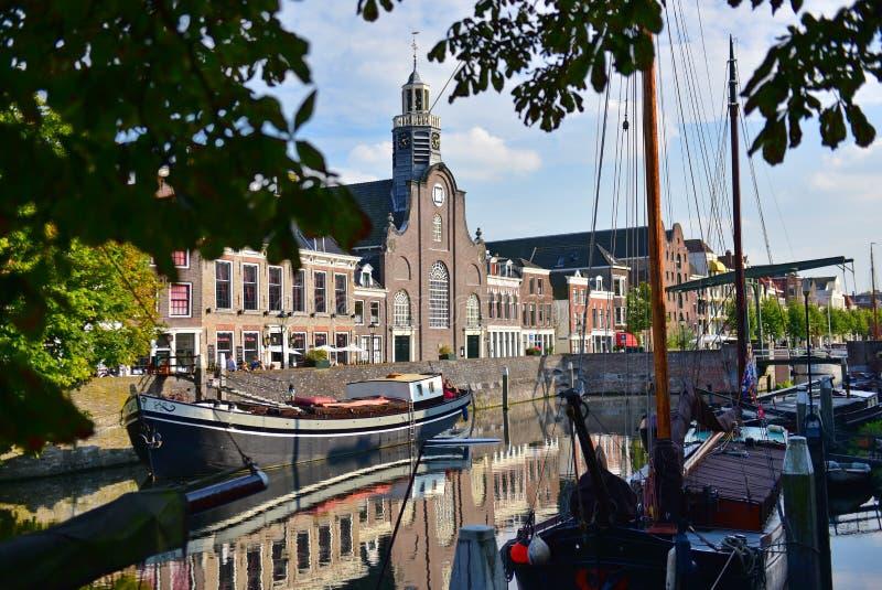 香客在Delfshaven生沿河Nieuwe马斯的教会 免版税图库摄影