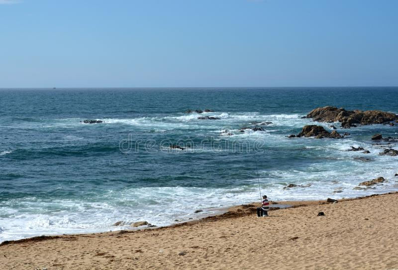 香客的葡萄牙方式沿海在孔波斯特拉的圣地牙哥的,第一天马托西纽什-维拉de康德 免版税库存图片