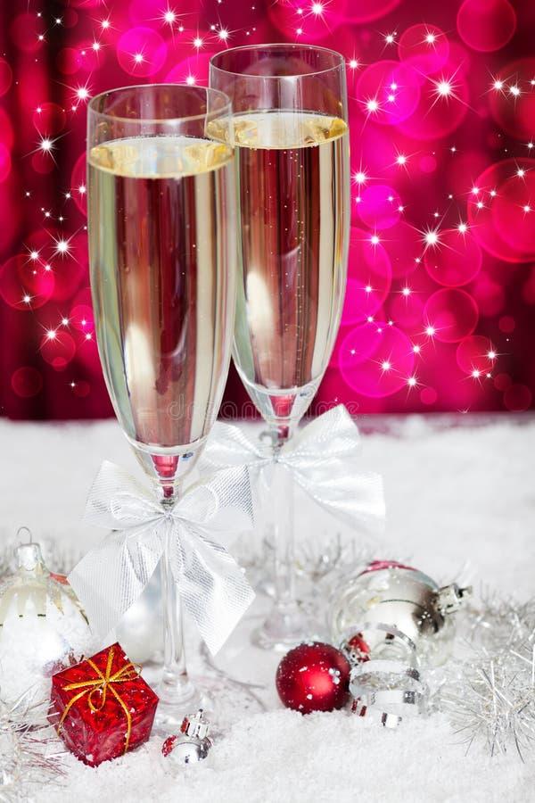 香宾玻璃和圣诞节装饰 免版税图库摄影