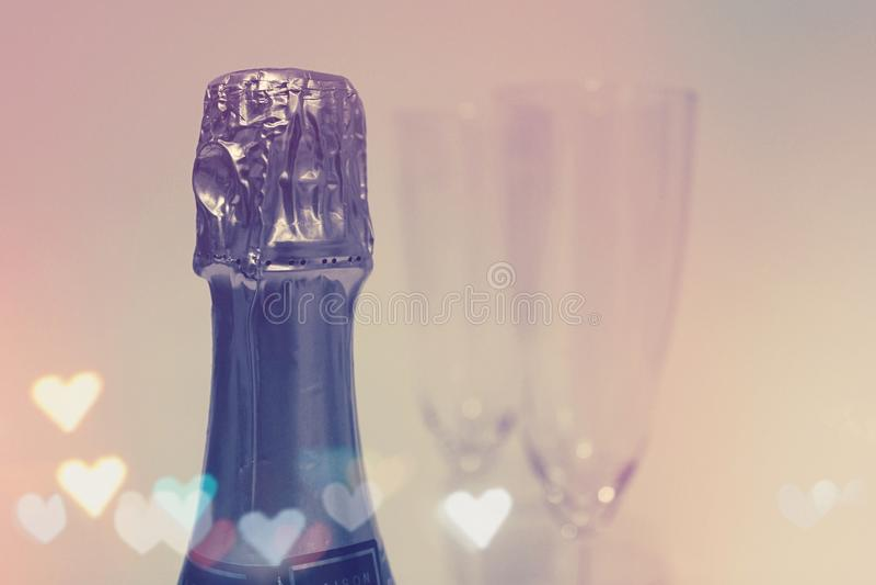 香宾瓶未打开与凹槽玻璃由水晶制成 免版税图库摄影