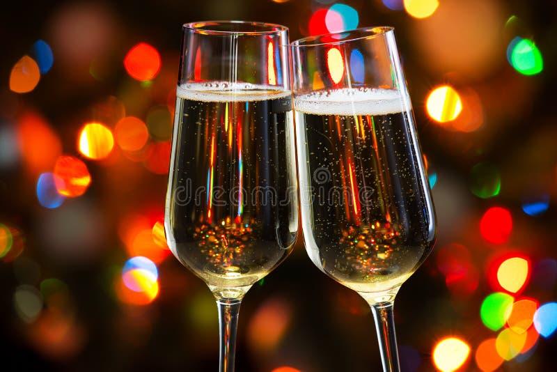 Download 香宾玻璃和圣诞灯 库存图片. 图片 包括有 正餐, 夜生活, 当事人, 朋友, 庆祝, 节假日, 饮料, 藏品 - 62533329