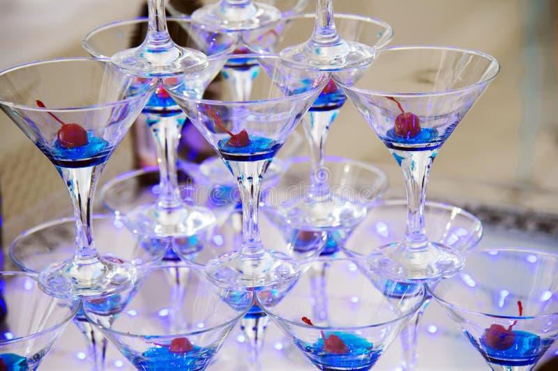 香宾玻璃用樱桃 免版税库存图片