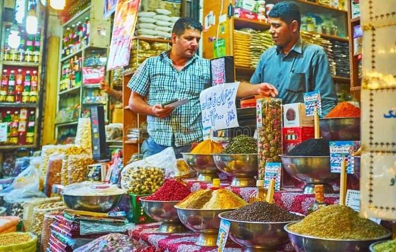 香料商店在Vakil义卖市场,设拉子,伊朗 库存照片