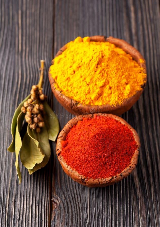 香料用咖哩粉调制,月桂叶和辣椒粉。 免版税库存图片