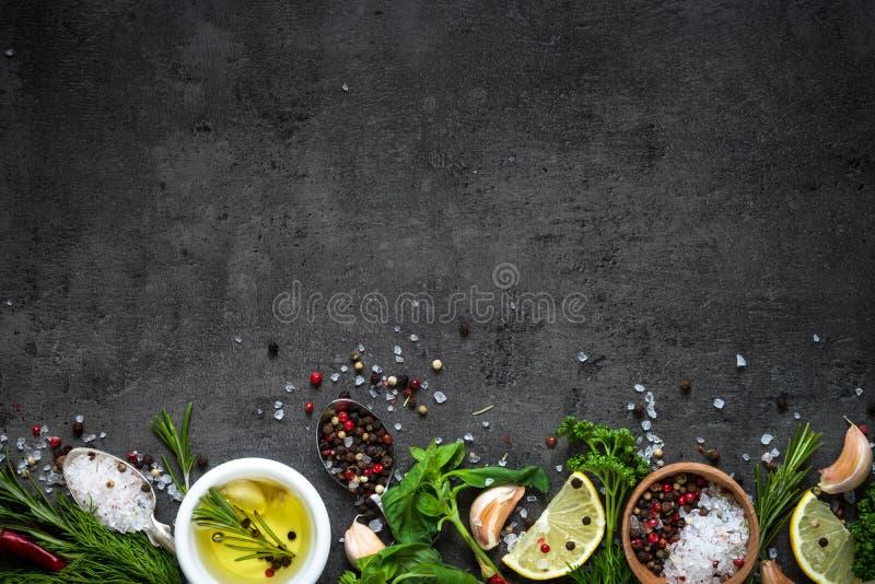 香料草本和绿色的选择 库存图片