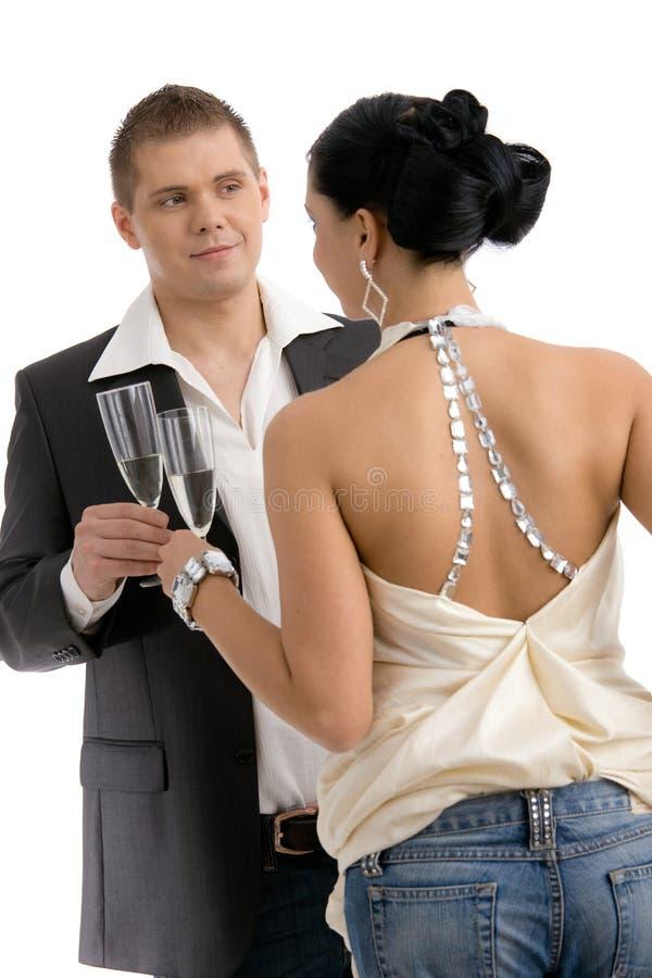 香槟使叮当响的夫妇 免版税图库摄影