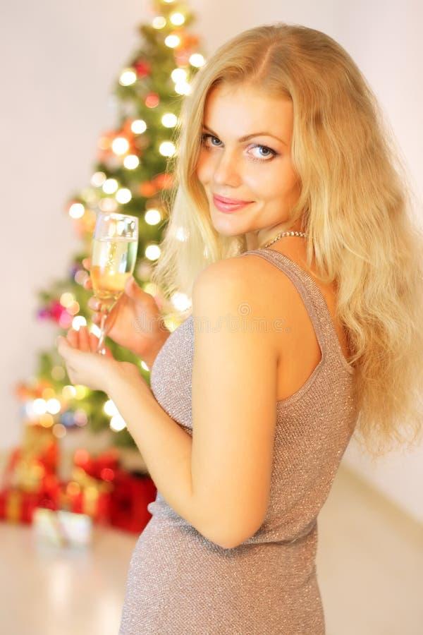 香槟女孩玻璃 免版税图库摄影