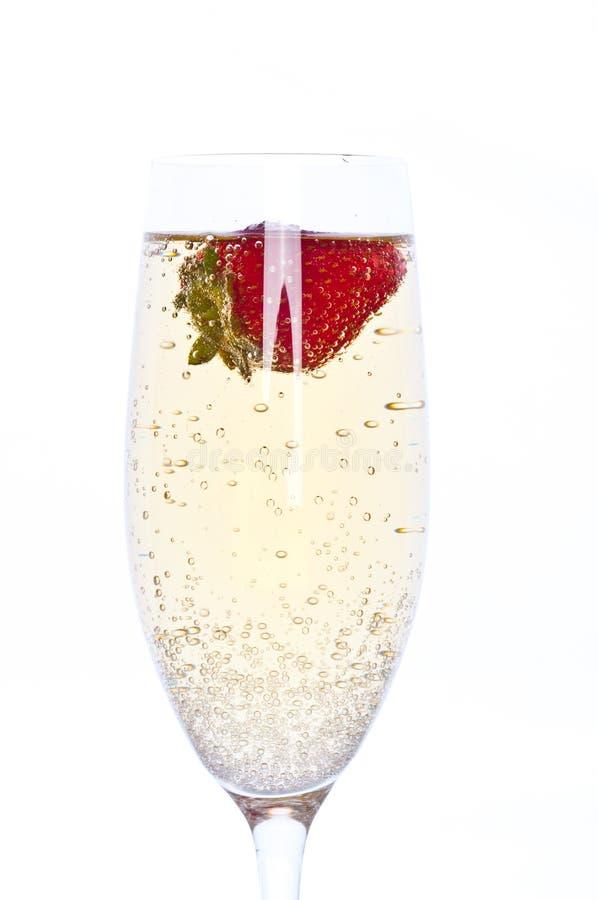 香槟新鲜的玻璃草莓 免版税库存照片