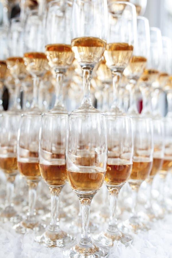 香槟构成的玻璃水平地射击了 图库摄影