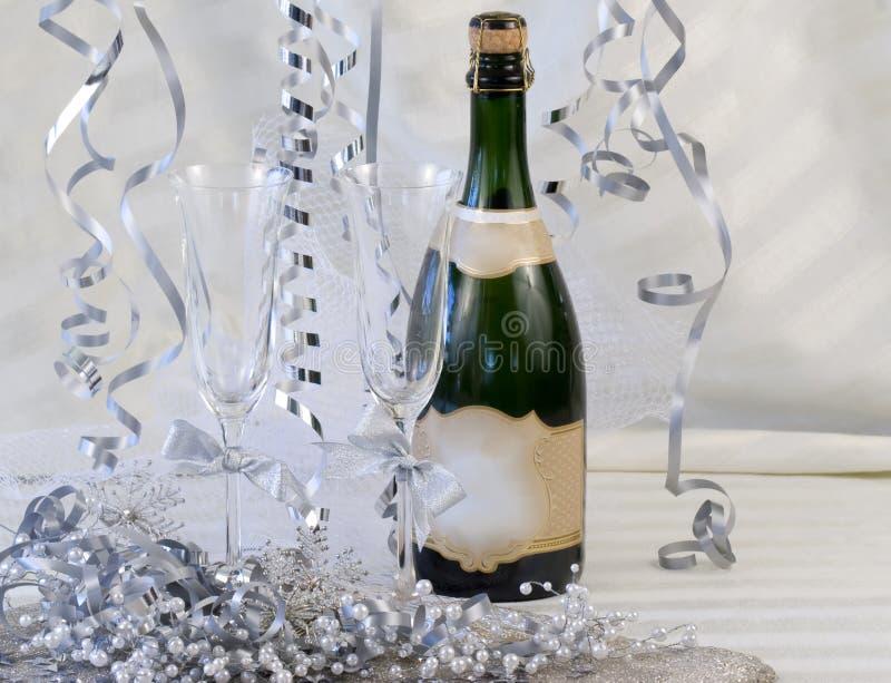香槟装饰了长笛 免版税库存照片