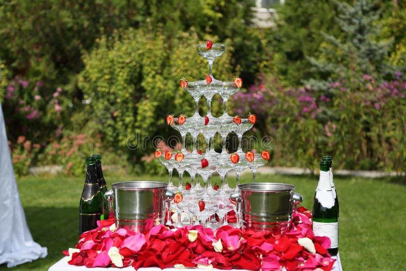 香槟玻璃金字塔  免版税库存照片