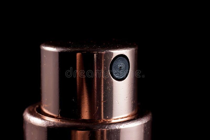 香水喷管关闭在黑背景,孤立 免版税库存图片