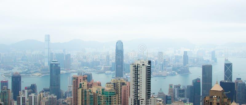 香港从维多利亚峰顶的市视图 企业大厦和摩天大楼在从维多利亚港口的香港,中国 库存图片