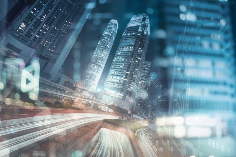 香港商业区在与轻的足迹的晚上 库存图片